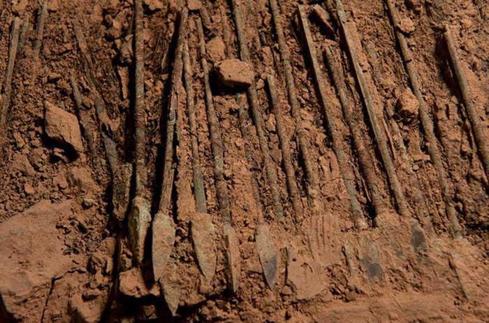 Mũi tên tìm thấy bên trong lăng mộ Tần Thủy Hoàng. Nguồn: National Geographic