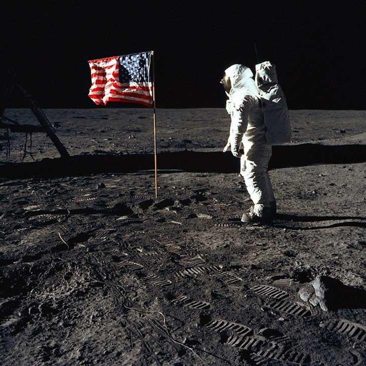 """Thuyết âm mưu đổ bộ Mặt Trăng là """"trò bịp vĩ đại của Mỹ"""""""