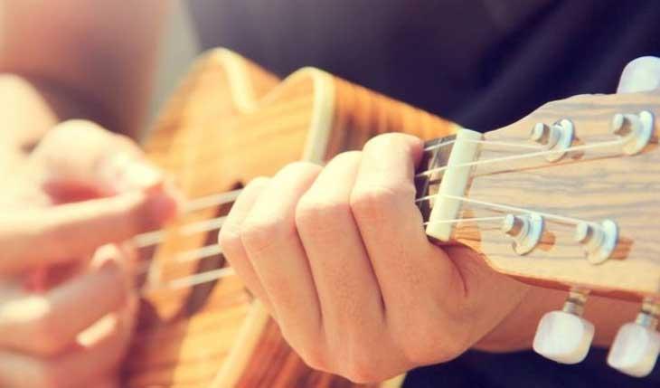 Ukulele và guitar có gì khác nhau?